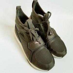 Puma Phenom Hightop Training/Running Sneaker
